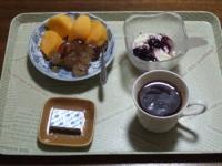 11/10 朝食 柿、巨峰、豆乳ヨーグルト、ベビーチーズ、コーヒー