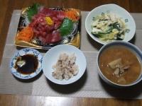 11/13 夕食 マグロの刺身、ニラと豆腐の卵とじ、豚汁、雑穀ご飯