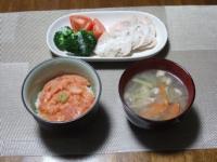 11/15 夕食 サラダチキン、鮭の剥き身丼、豚と野菜のスープ
