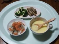 11/20 昼食 魚とごぼうのスティック、ゆでブロッコリー、鮭フレークとアカモクのせご飯、コーンスープ