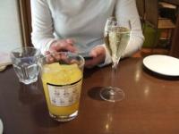 12/7 昼食 食前酒 スパークリングワインとオレンジジュース  丸の内 ランプラント