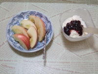 1/6 朝食 りんご、豆乳ヨーグルト