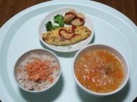 1/24 昼食 チキンナゲット、チーズオムレツ、鮭フレーク、雑穀ご飯、ファイトケミカルスープ