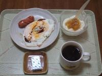 1/25 朝食 目玉焼き、ウィンナー、ベビーチーズ、豆乳ヨーグルト、コーヒー