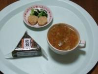 1/25 昼食 おにぎり(鮭)、チキンナゲット、ファイトケミカルスープ