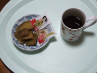 1/27 間食 干し芋、アーモンド小魚、コーヒー