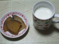 1/29 間食 干し芋、ホットミルク