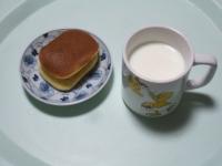 1/30 間食 干し芋、ホットミルク