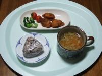 2/1 昼食 鶏のから揚げ、ブロッコリー、ミニトマト、雑穀おにぎり(鮭)、ファイトケミカルスープ