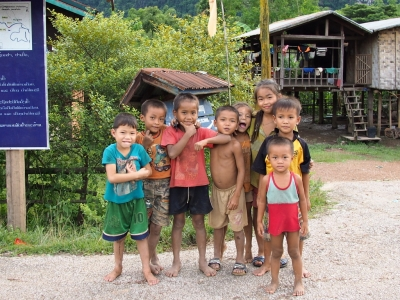 BanPhonegneng_village_children_1408.jpg