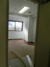 控え室の床材がはがされています!