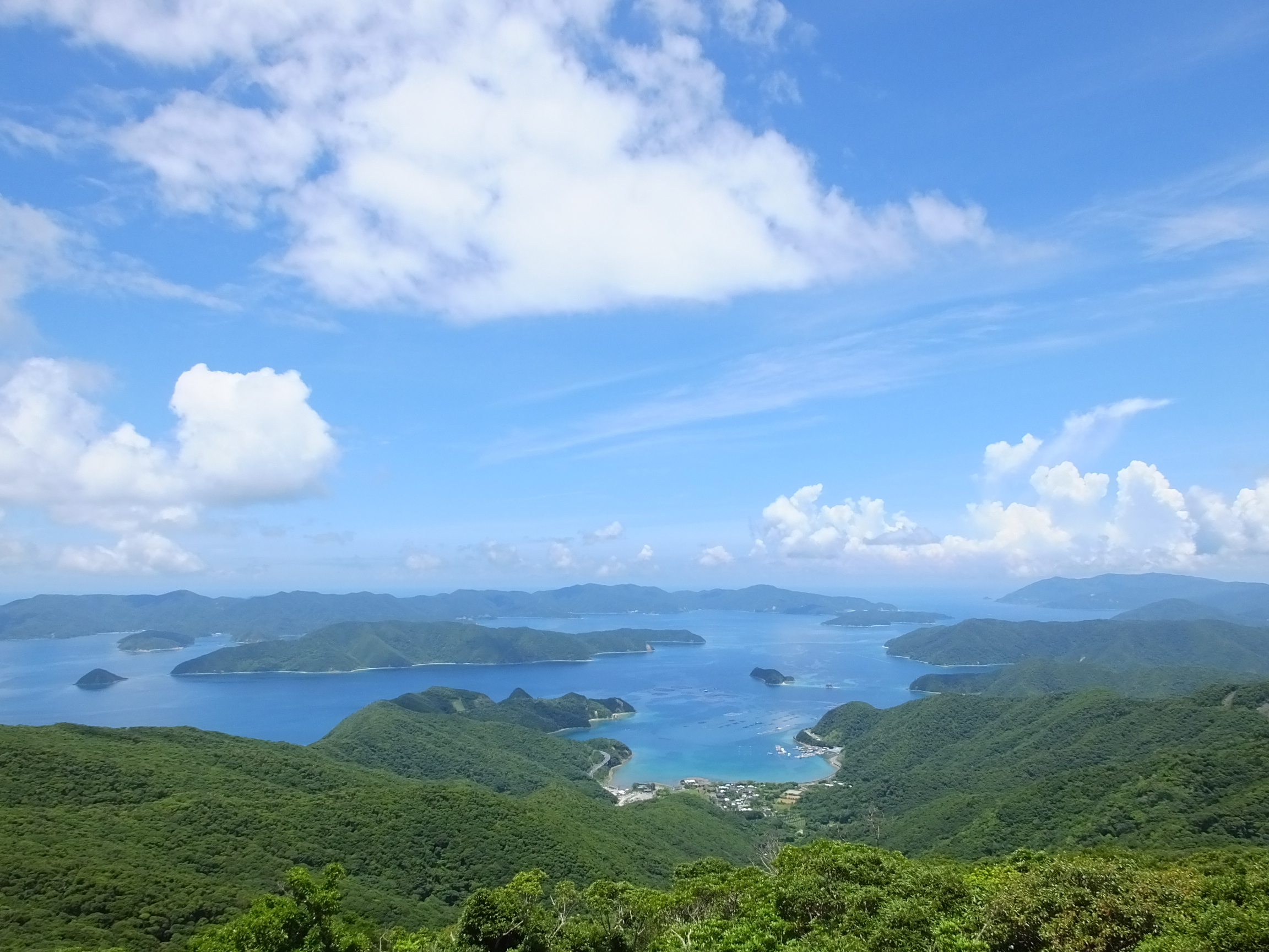 高知山展望台から徳之島が見える