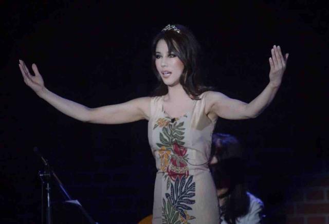 ハワイアン歌手アネラ