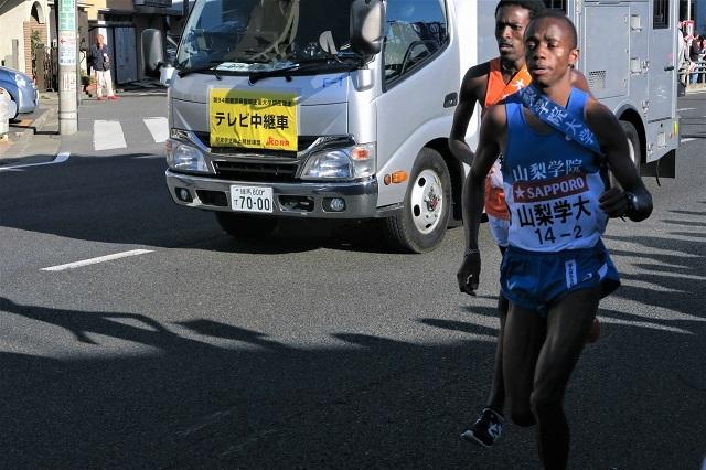 2018箱根駅伝 往路で黒人ランナー同士が競う山梨学院大、拓殖大