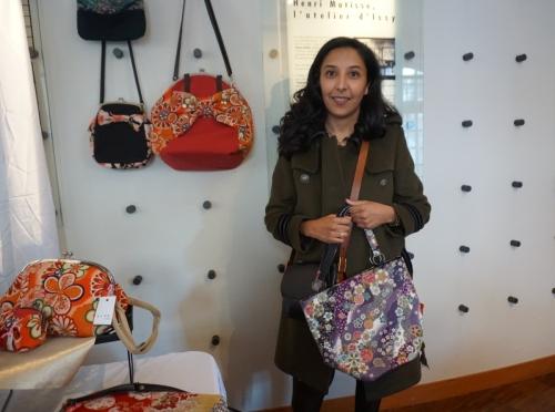 須田さんバッグ購入の女性