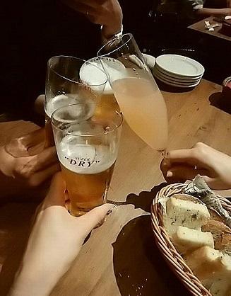 ワインホールグラマー 乾杯