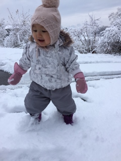初めて雪遊び