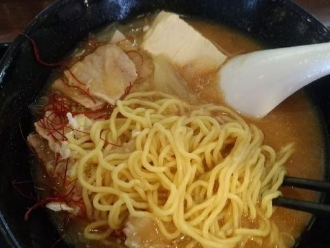 歩歩・H29・10 とん汁ラーメン 麺