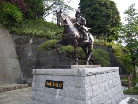 加藤嘉昭公騎馬像