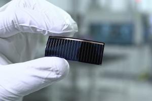 Audi_Film_solar-cell_image1.jpg