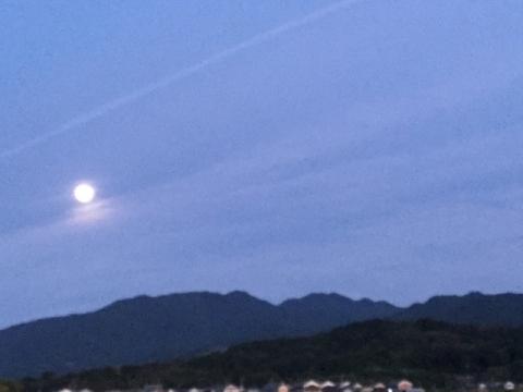 天香具山に昇る月
