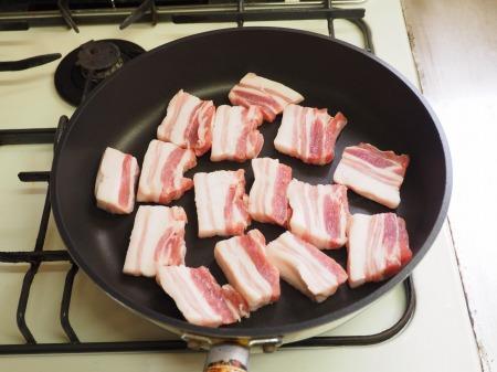 フライパンで豚バラと根菜の煮053