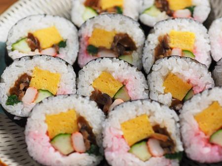 市販の具材で巻き寿司010