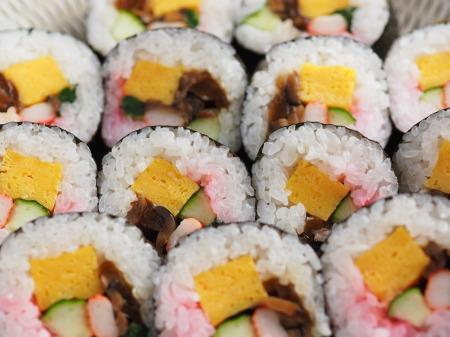 市販の具材で巻き寿司011