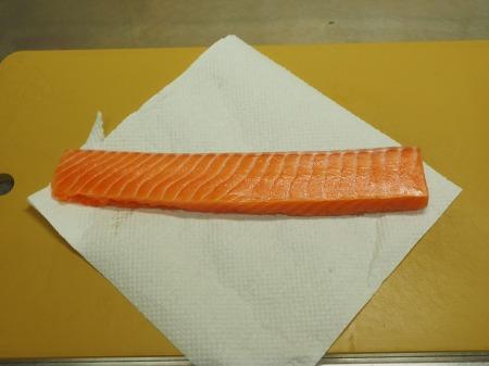 サーモン炙り刺身038