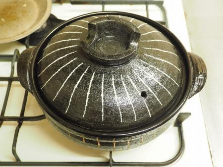 鶏もも肉とパプリカのコンソメ鍋066