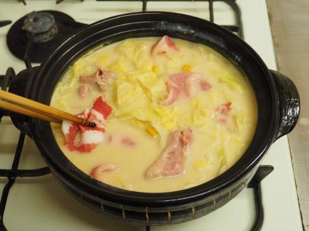 キャベツと豚肉のクリーム鍋057