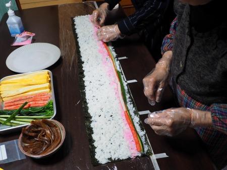 長い巻き寿司053