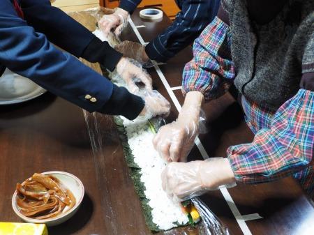 長い巻き寿司061