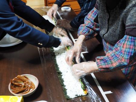 長い巻き寿司059