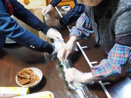 長い巻き寿司064