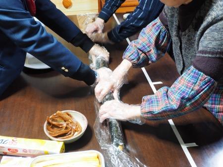 長い巻き寿司065