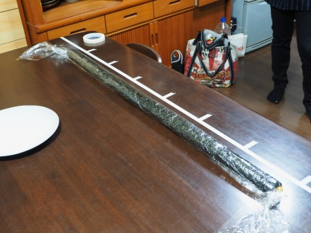 長い巻き寿司070