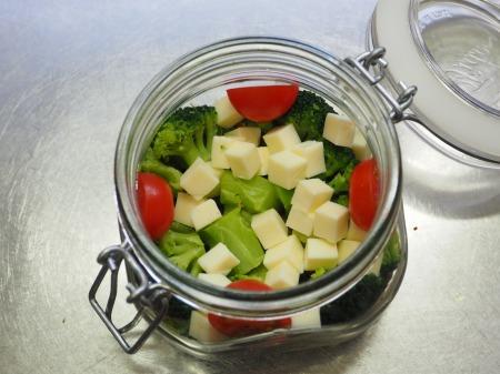 カルパスとチーズのジャーサラダ036