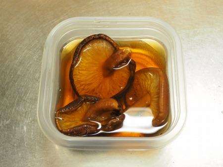 鶏もも肉と鶏肝の生姜煮込み046