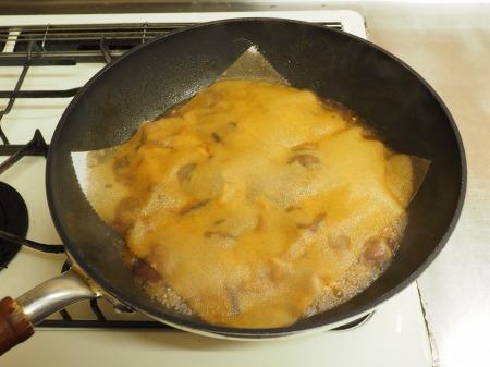 鶏もも肉と鶏肝の生姜煮込み060