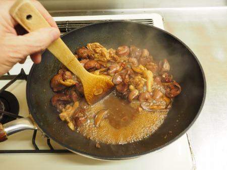 鶏もも肉と鶏肝の生姜煮込み062