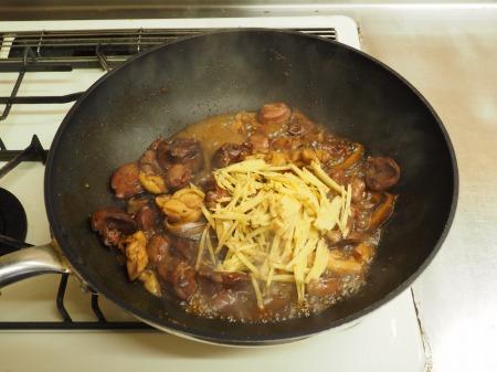 鶏もも肉と鶏肝の生姜煮込み063