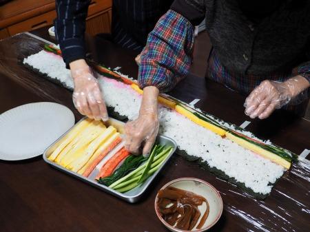 長い巻き寿司058