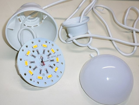 LED電球ダイソー内部