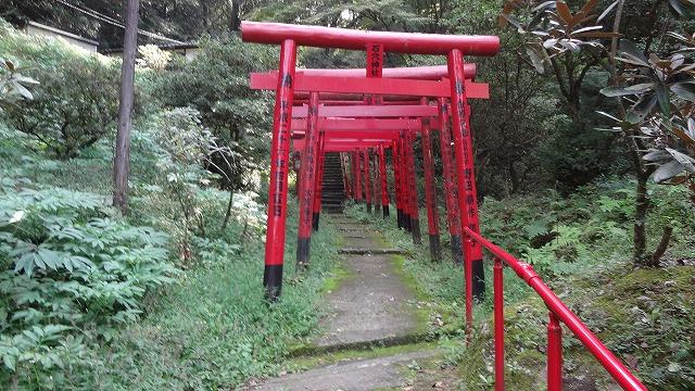 石穴神社赤鳥居