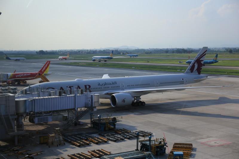 ハノイ空港 カタール航空 B777-300