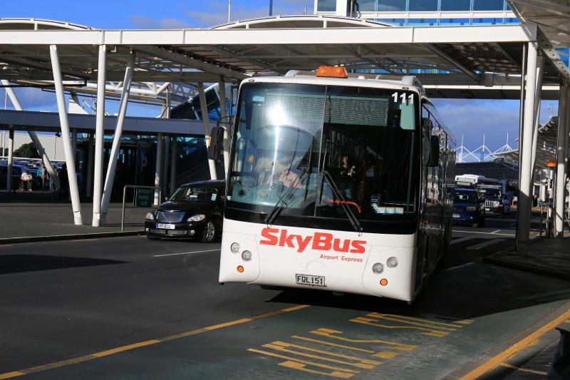 オークランド空港 移動 バス
