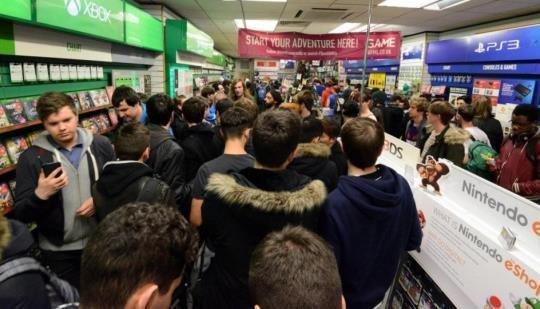 ゲーム販売店「ニンテンドースイッチの在庫が足りて無さ過ぎて業績が悪化していくんだが・・・(´・ω・`)」