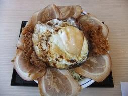 チャーシュウエッグチキンカツ丼