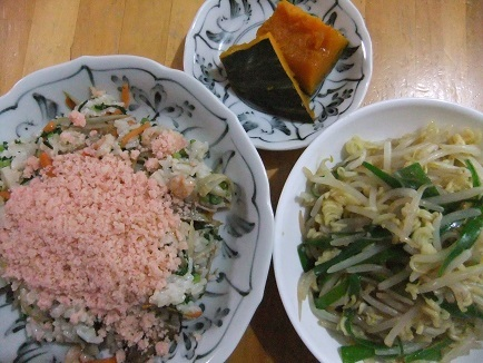 ばら寿司、ラーメンもどき、南瓜煮